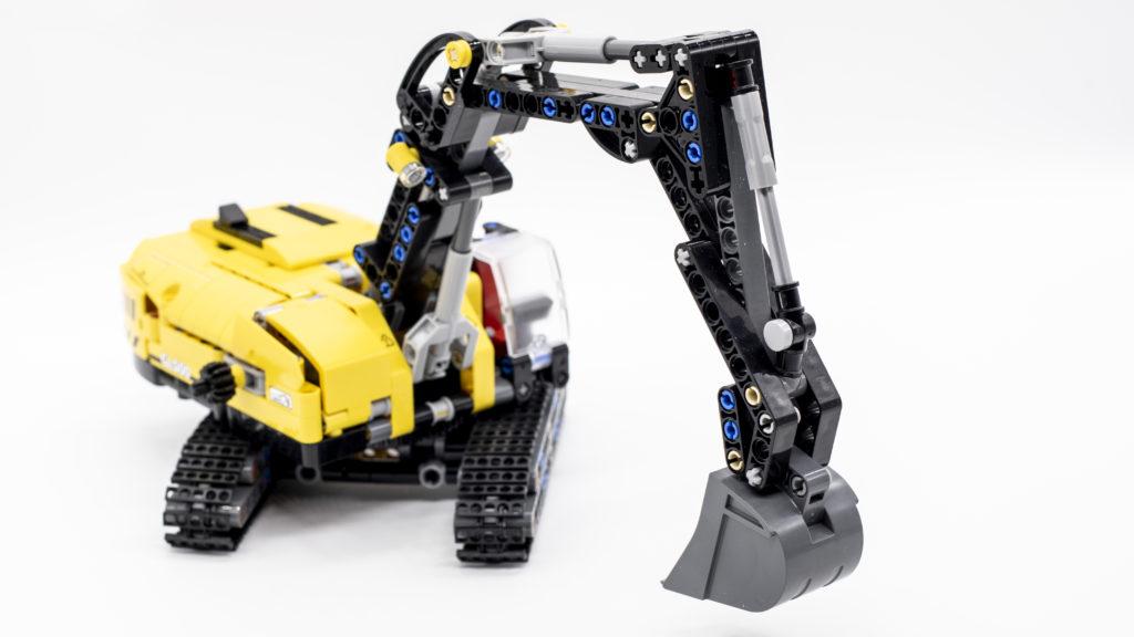 LEGO Technic 42121 Heavy Duty Excavator 15