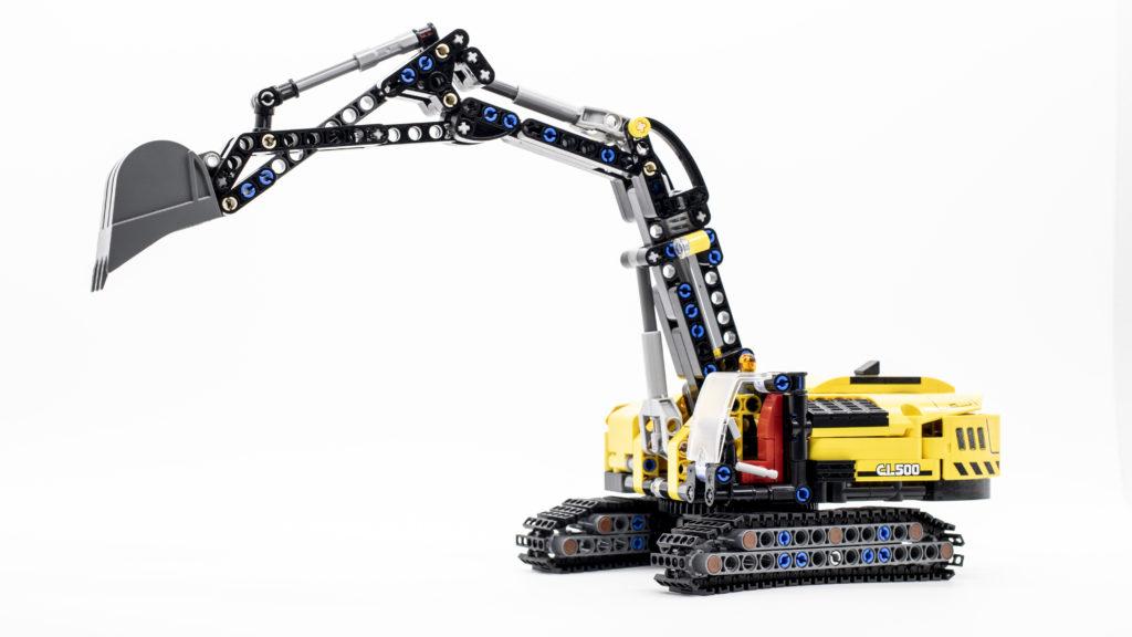 LEGO Technic 42121 Heavy Duty Excavator 16