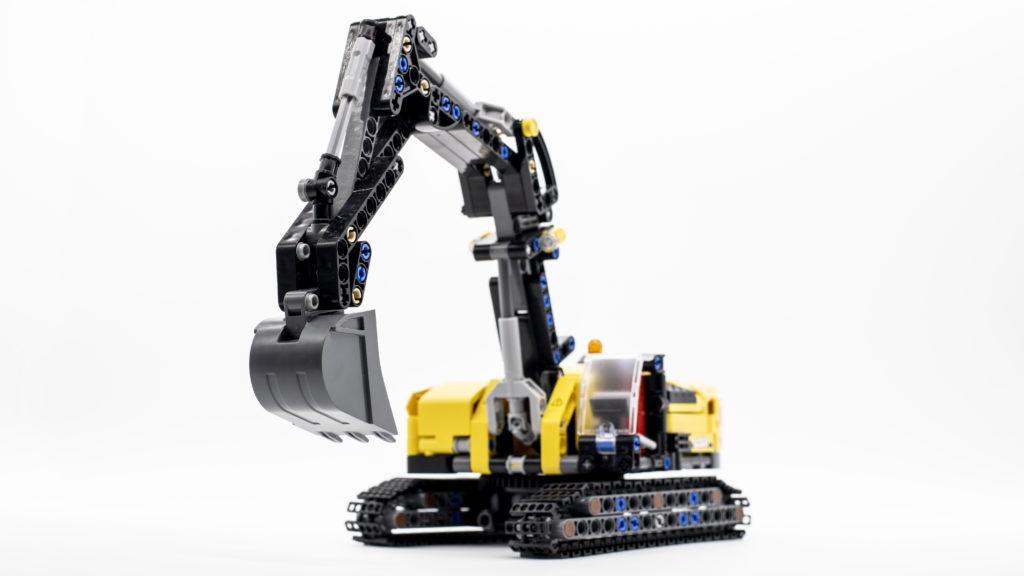 LEGO Technic 42121 Heavy Duty Excavator 19