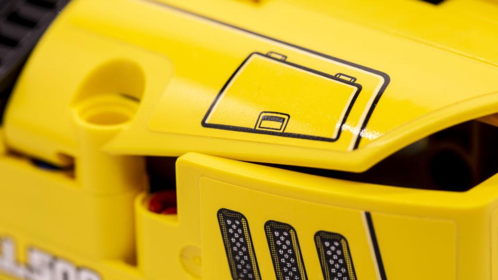LEGO Technic 42121 Heavy Duty Excavator 3