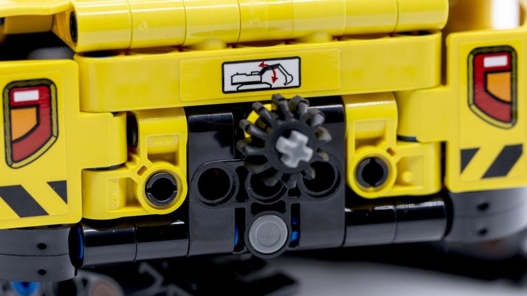 LEGO Technic 42121 Heavy Duty Excavator 5