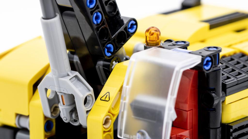 LEGO Technic 42121 Heavy Duty Excavator 6