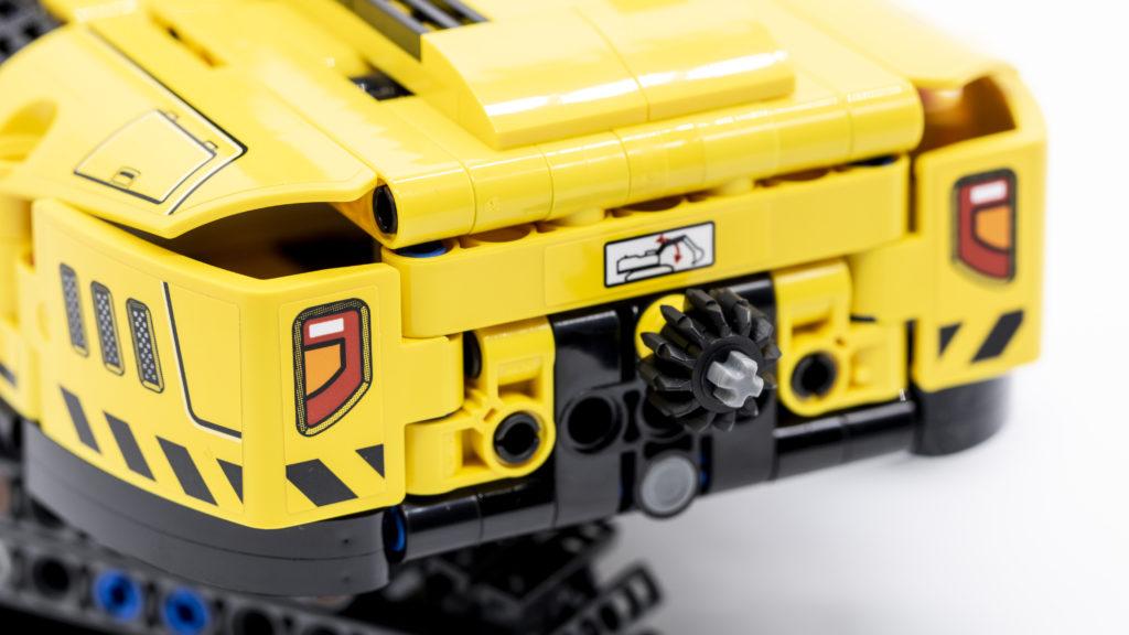 LEGO Technic 42121 Heavy Duty Excavator 8