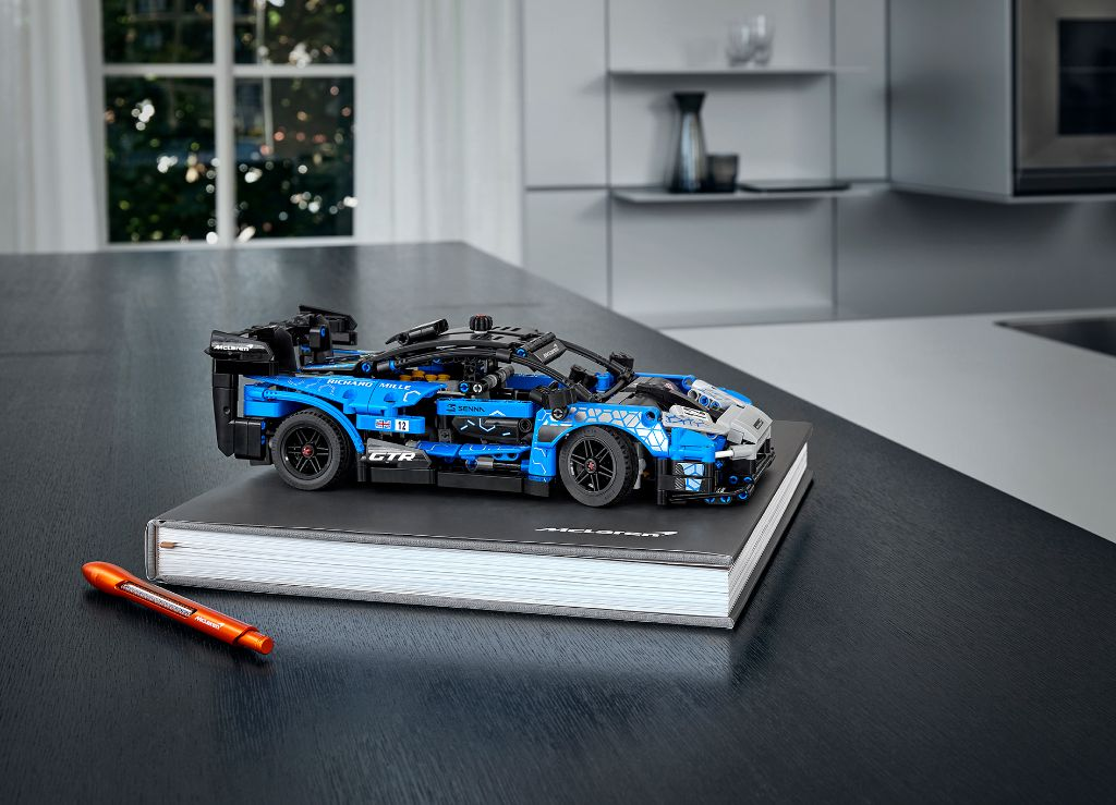 LEGO Technic 42123 McLaren Senna GTR 8