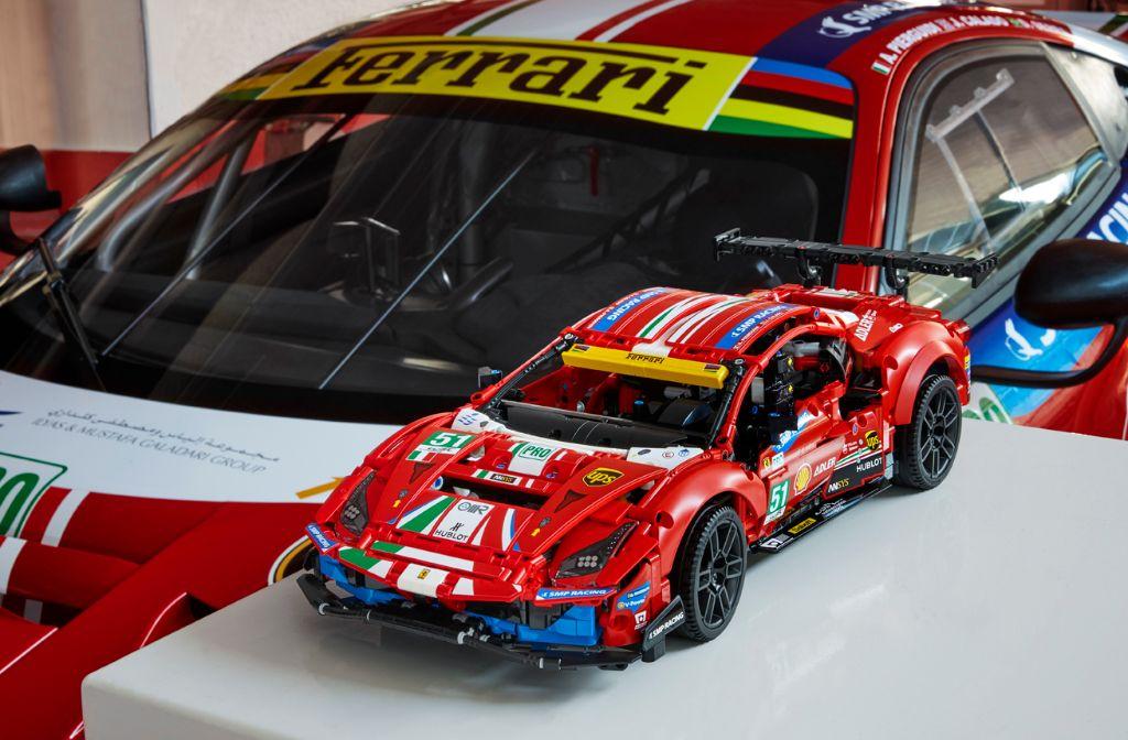 LEGO Technic 42125 Ferrari 488 GTE AF CORSE 51 10