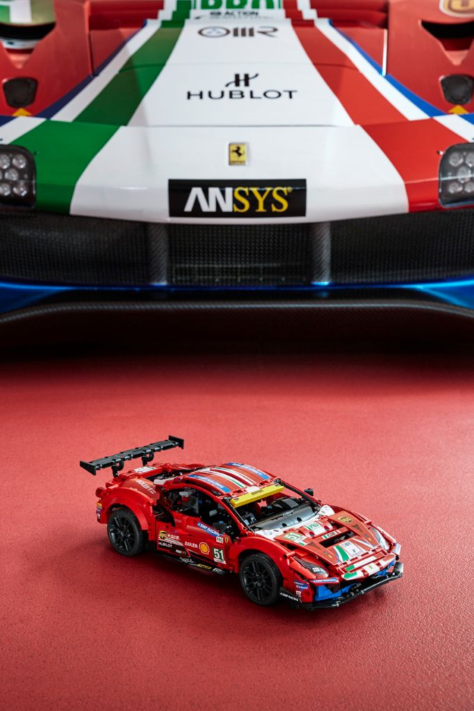 LEGO Technic 42125 Ferrari 488 GTE AF CORSE 51 11