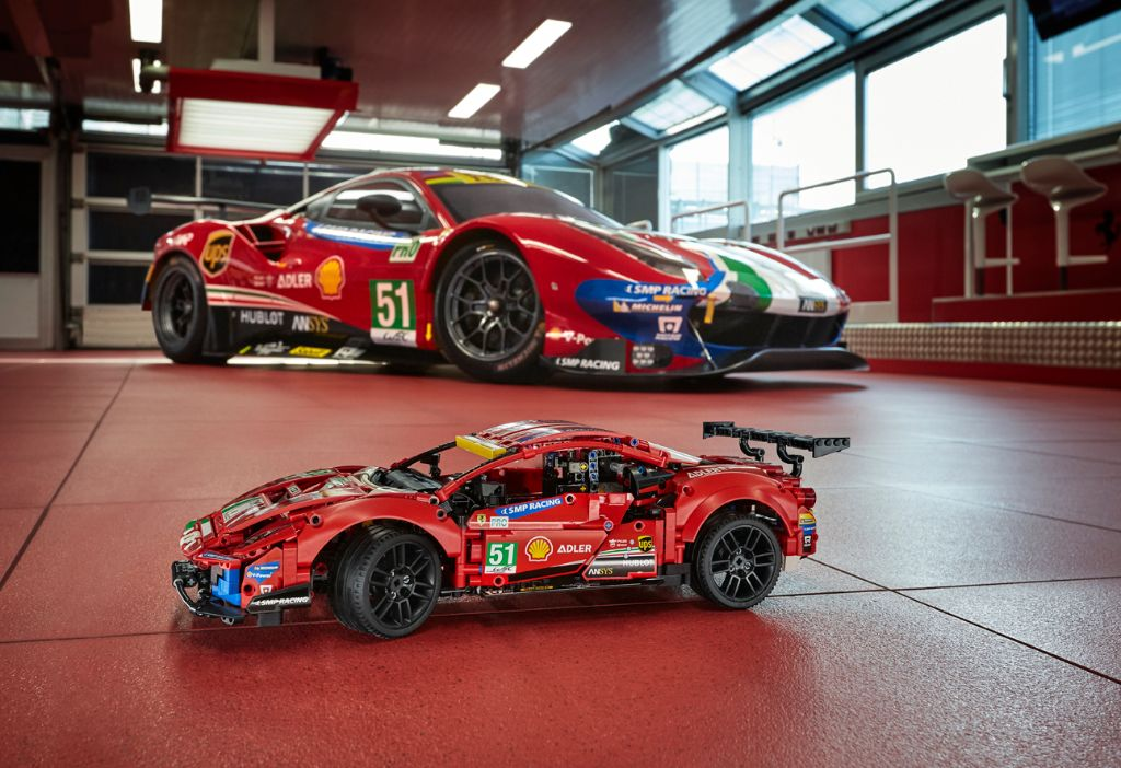 LEGO Technic 42125 Ferrari 488 GTE AF CORSE 51 12