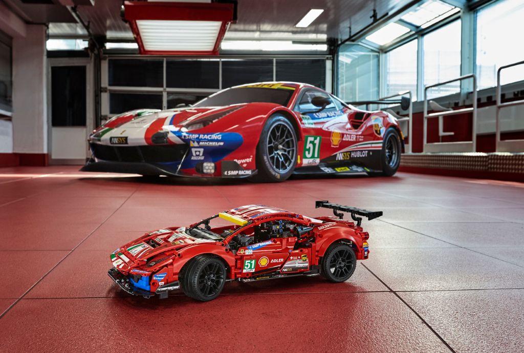 LEGO Technic 42125 Ferrari 488 GTE AF CORSE 51 13