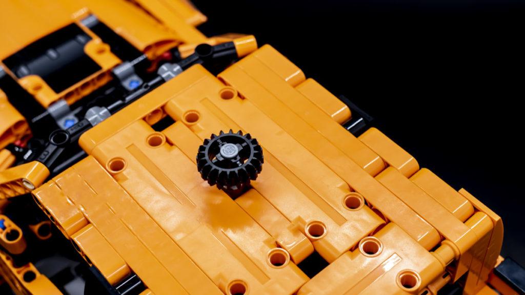 LEGO Technic 42126 Ford F 150 Raptor 15