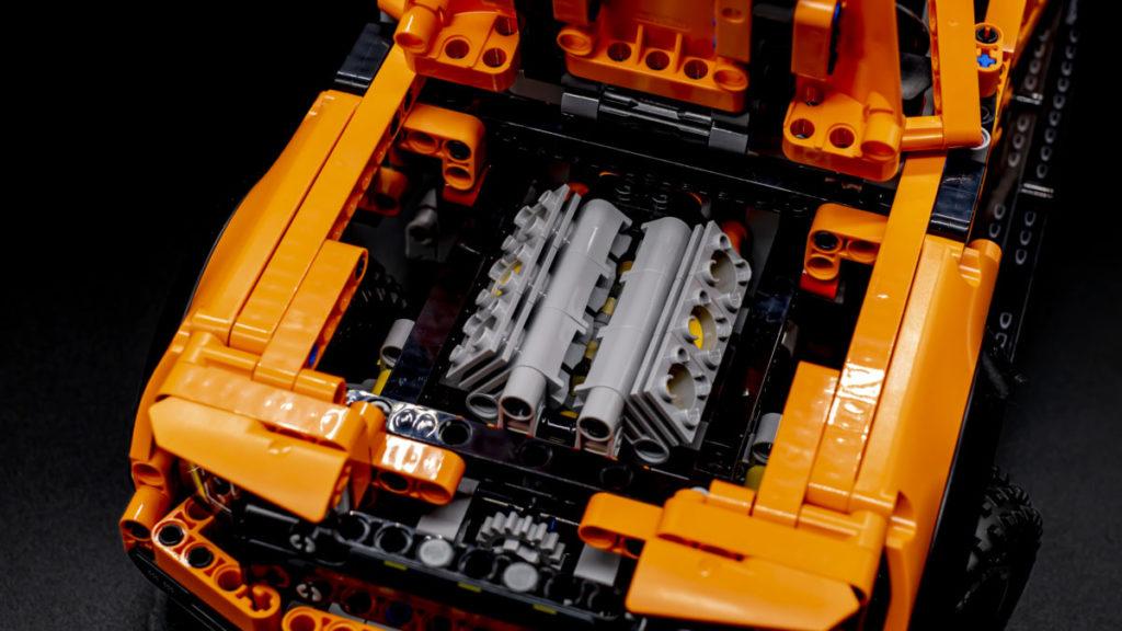 LEGO Technic 42126 Ford F 150 Raptor 19