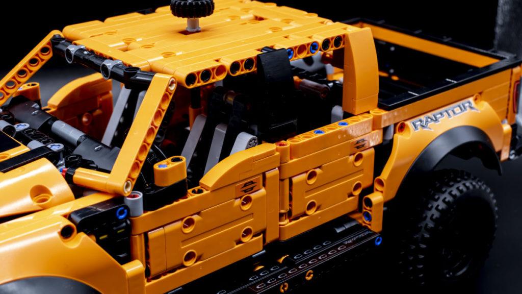 LEGO Technic 42126 Ford F 150 Raptor 21