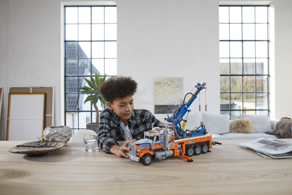 LEGO Technic 42128 Heavy duty Tow Truck 10