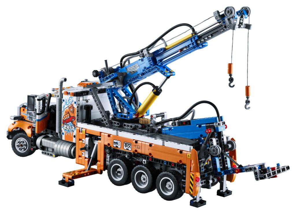 LEGO Technic 42128 Heavy duty Tow Truck 4