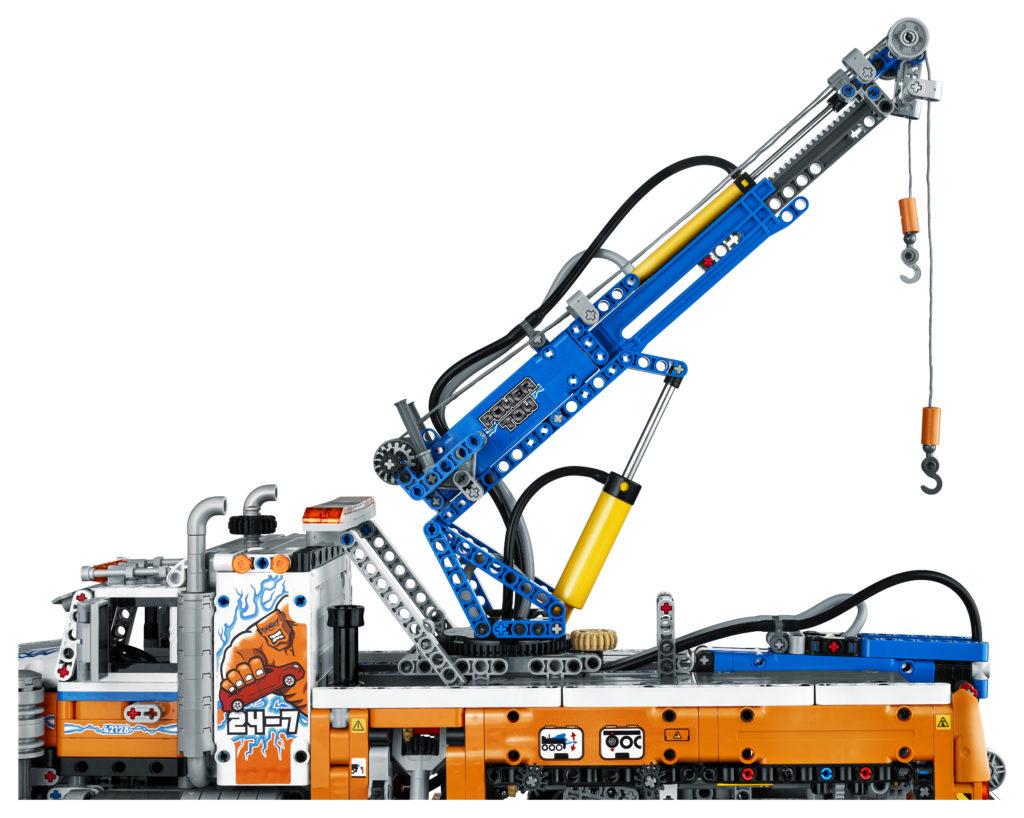 LEGO Technic 42128 Heavy duty Tow Truck 6