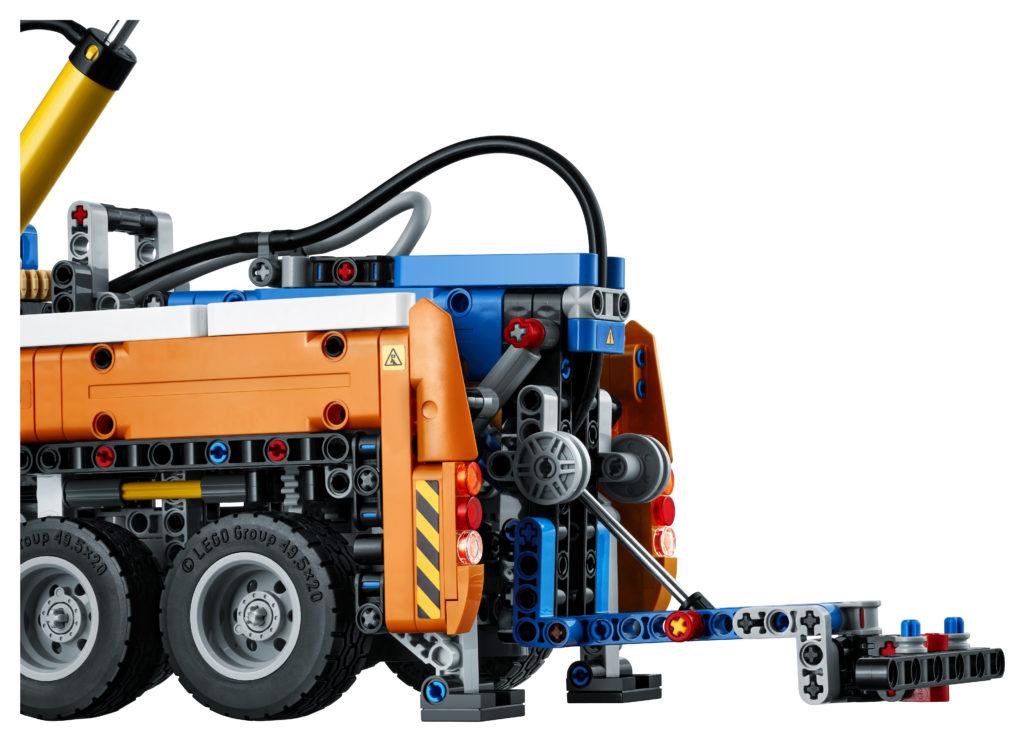 LEGO Technic 42128 Heavy duty Tow Truck 7