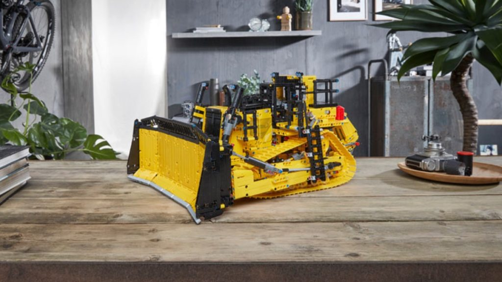 LEGO Technic 42131 CAT D11T Bulldozer featured