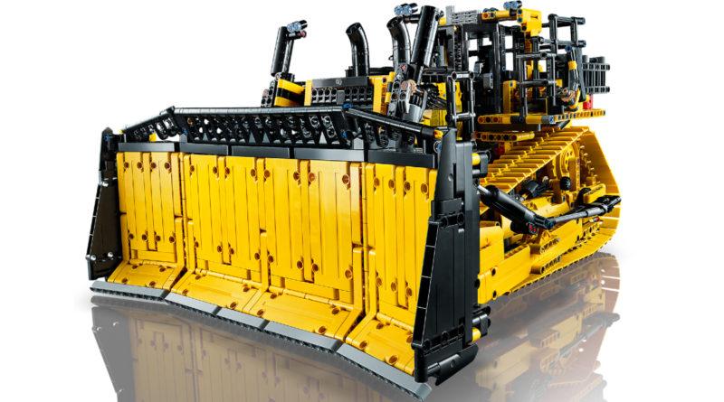 LEGO Technic 42131 CAT D11T Bulldozer product shot featured