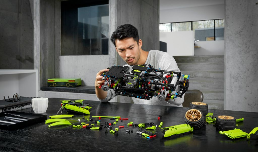 LEGO Technic Lamborghini Sián FKP 37 11