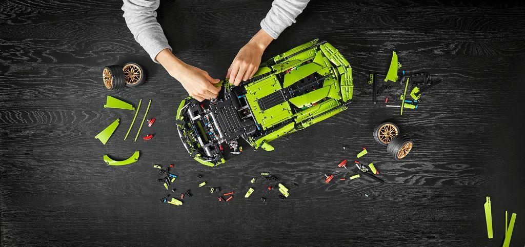 LEGO Technic Lamborghini Sián FKP 37 12