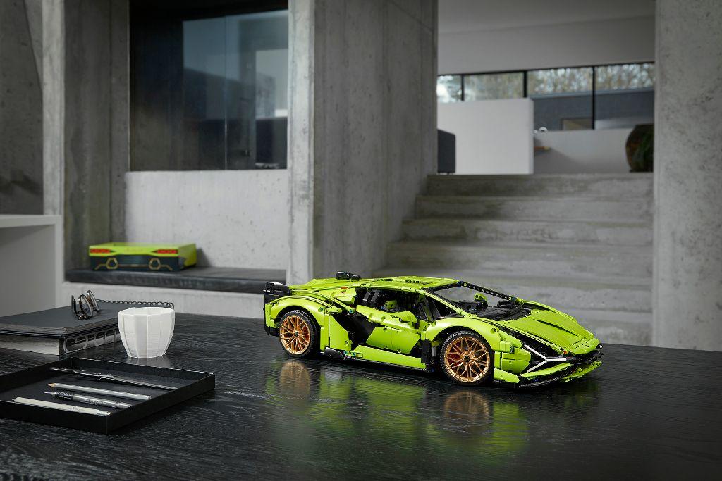 LEGO Technic Lamborghini Sián FKP 37 15