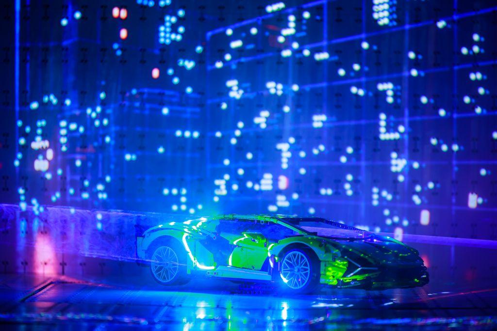 LEGO Technic Lamborghini Sián FKP 37 Bts 11