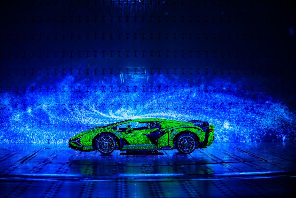 LEGO Technic Lamborghini Sián FKP 37 Bts 12