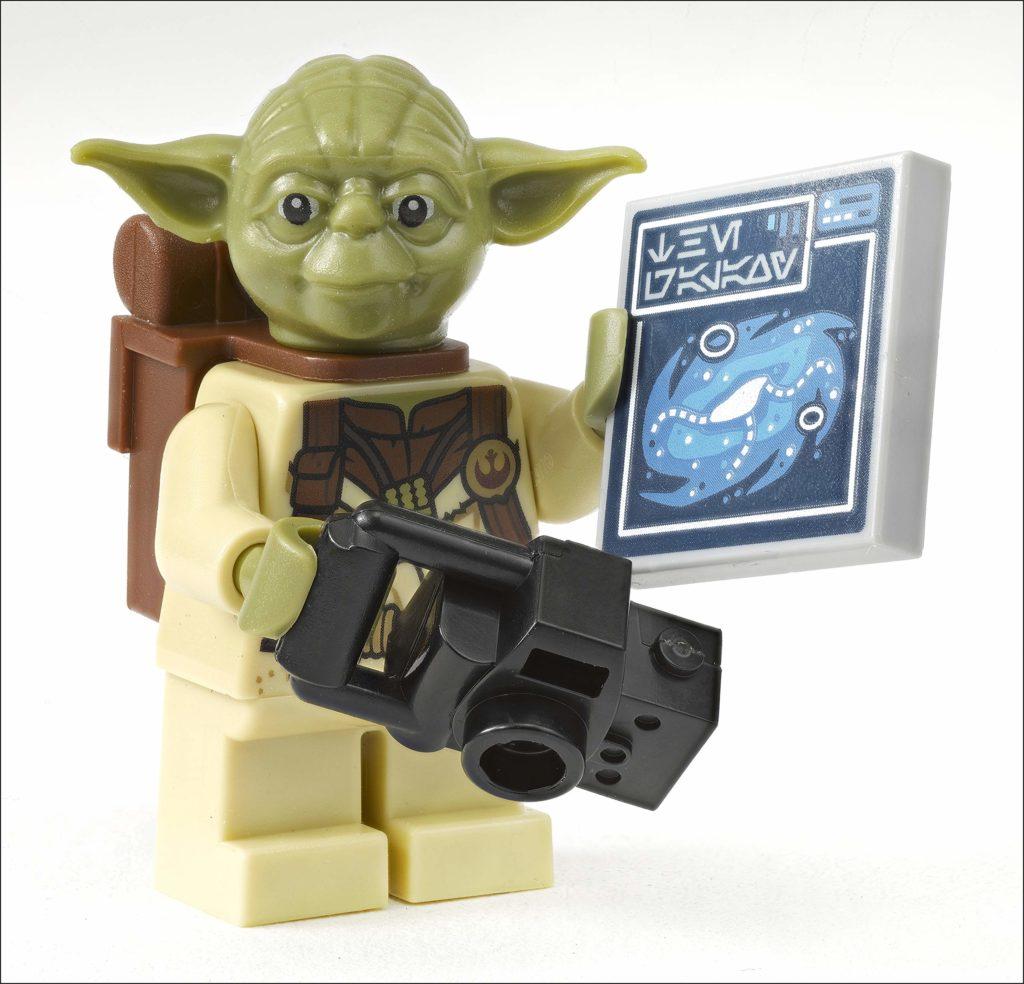 LEGO Yoda explorer star wars book minifigure side