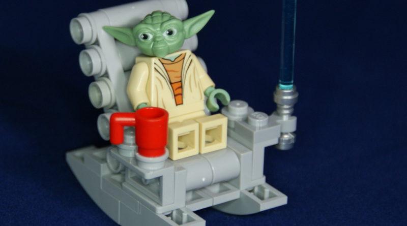 LEGO Yoda relax