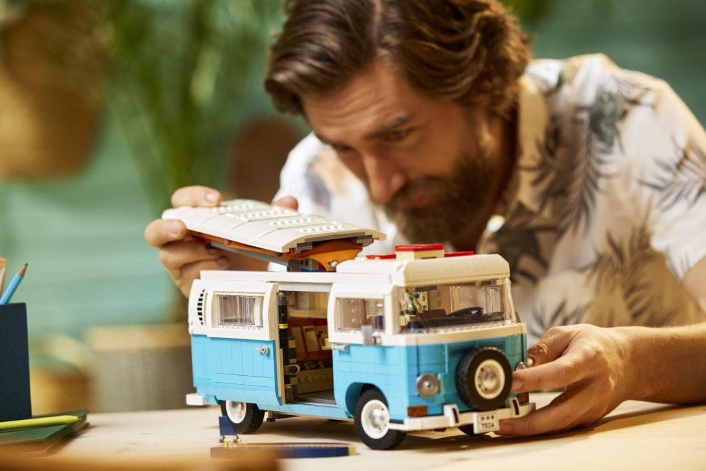 LEGO for Adults 10279 Volkswagen T2 Camper Van 10
