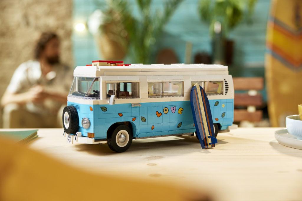 LEGO for Adults 10279 Volkswagen T2 Camper Van 17
