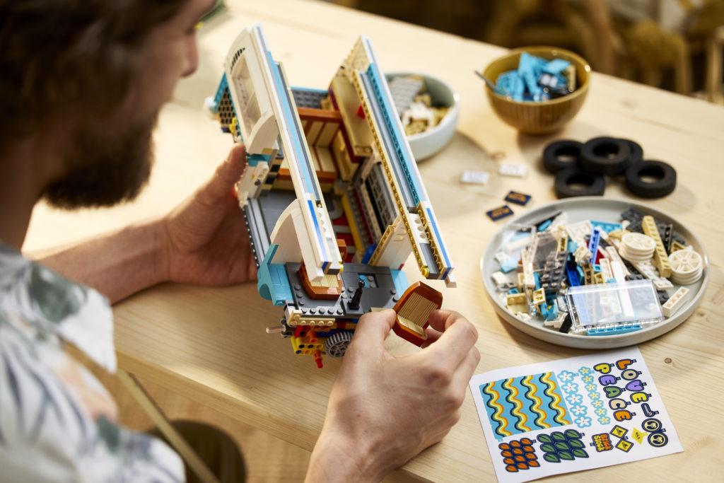 LEGO for Adults 10279 Volkswagen T2 Camper Van 21