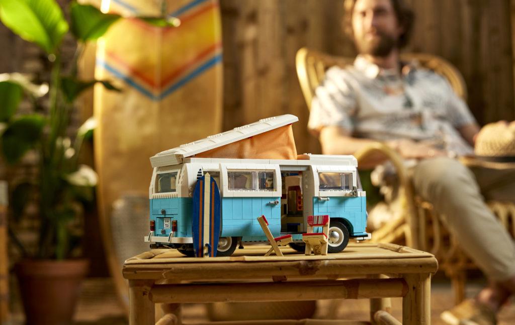 LEGO for Adults 10279 Volkswagen T2 Camper Van 26