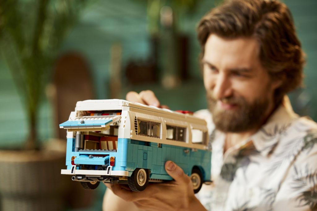 LEGO for Adults 10279 Volkswagen T2 Camper Van 9