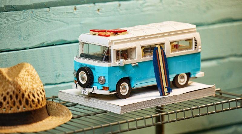 LEGO for Adults 10279 Volkswagen T2 Camper Van featured 1