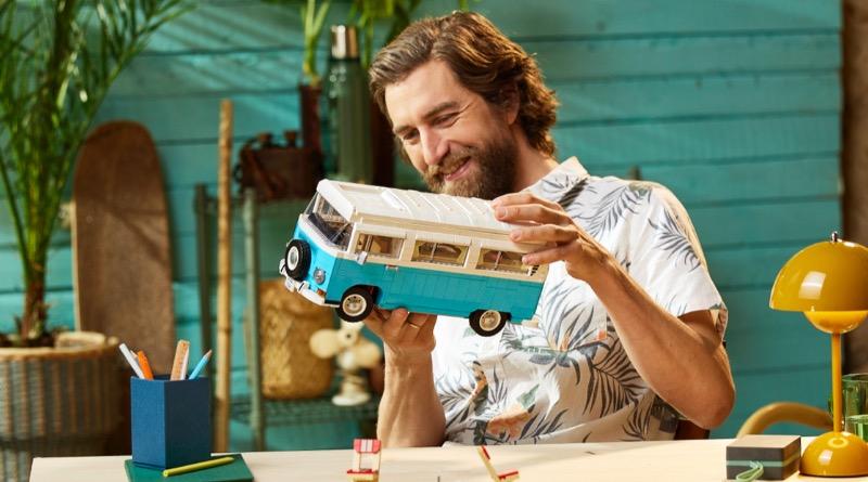 LEGO For Adults 10279 Volkswagen T2 Camper Van Featured 3