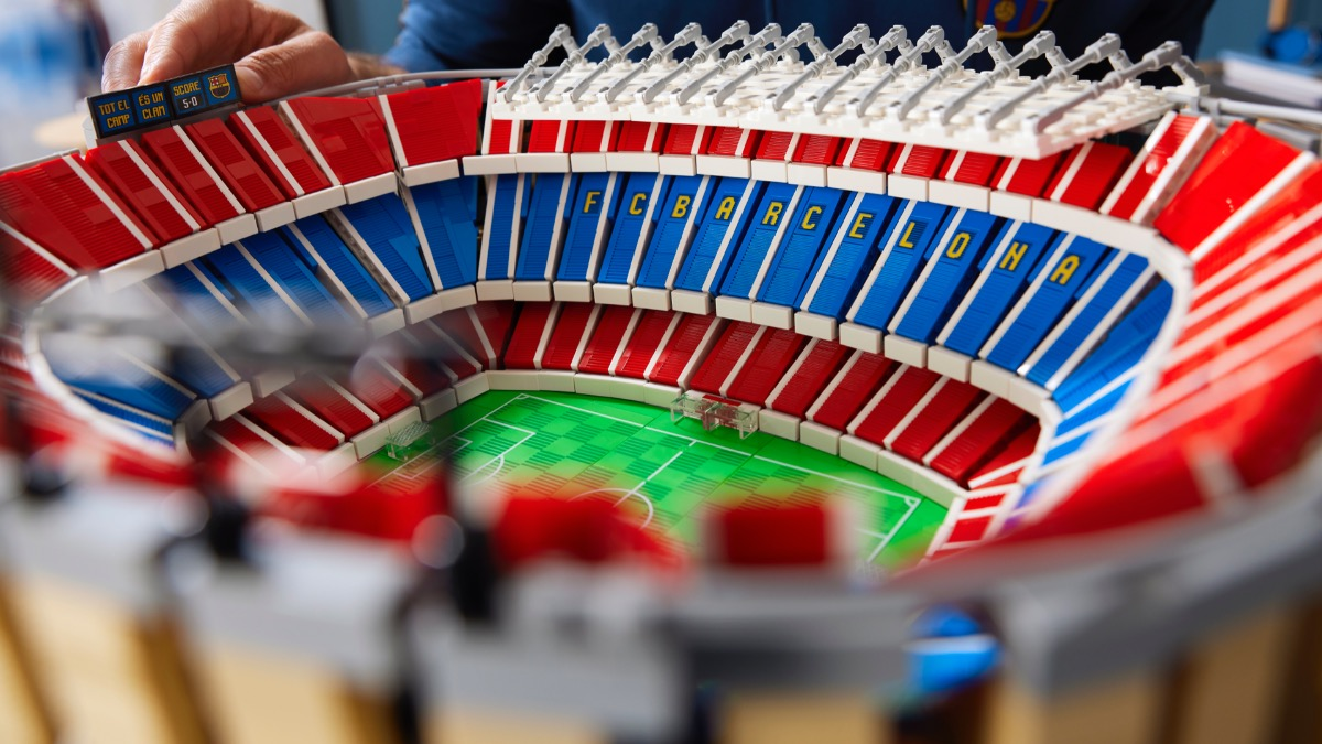 LEGO For Adults 10284 FC Barcelona Camp Nou Featured 6