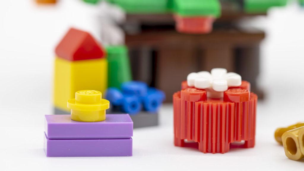 LEGO for adults 10293 Santas Visit 19