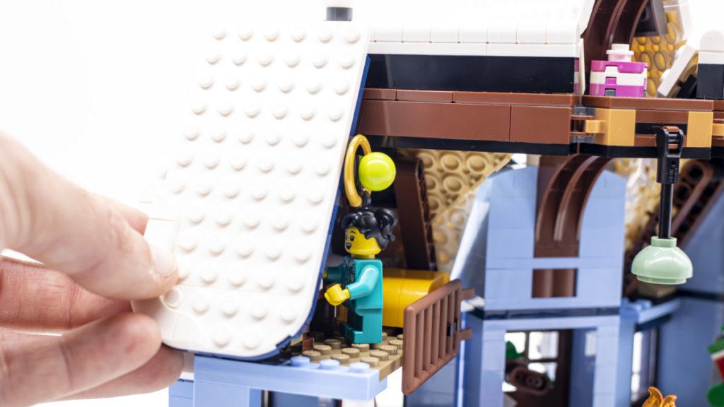 LEGO for adults 10293 Santas Visit 32
