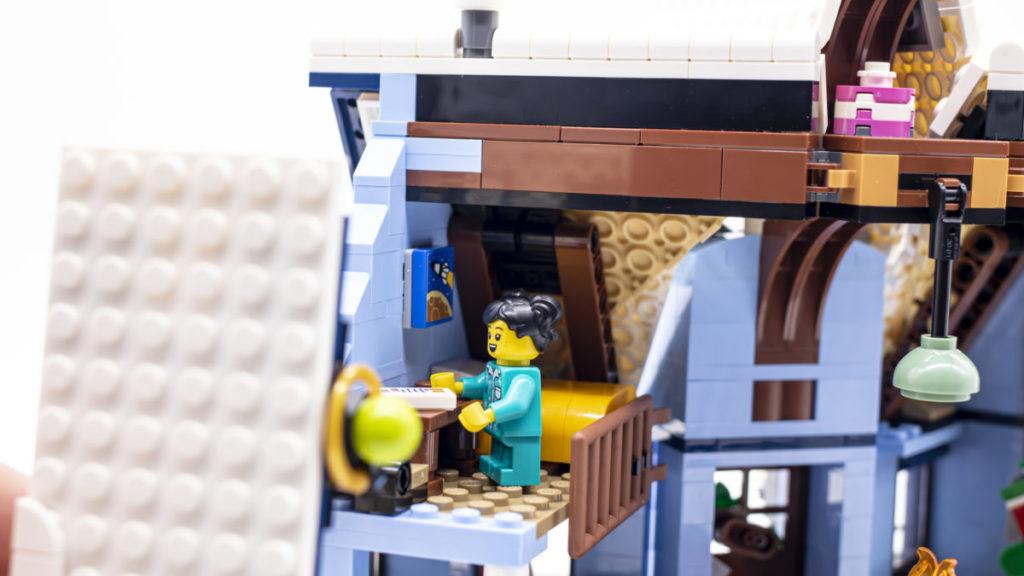 LEGO for adults 10293 Santas Visit 33