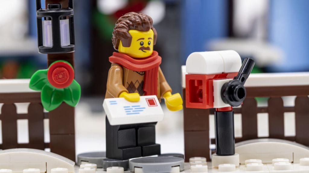 LEGO for adults 10293 Santas Visit 38