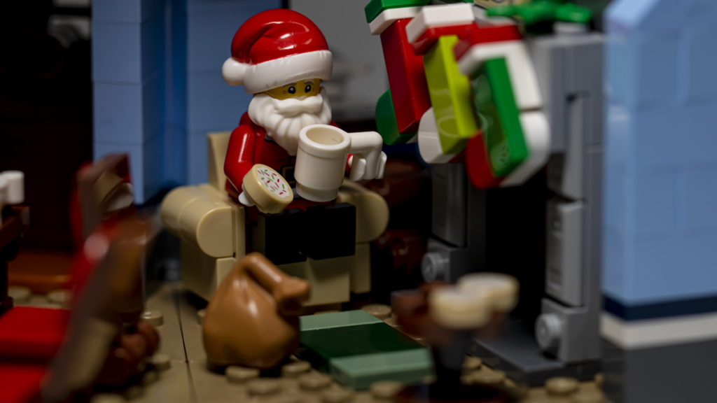 LEGO for adults 10293 Santas Visit FEATURED MAIN resize