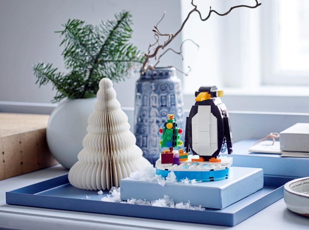 LEGO seasonal 40498 Christmas Penguin lifestyle