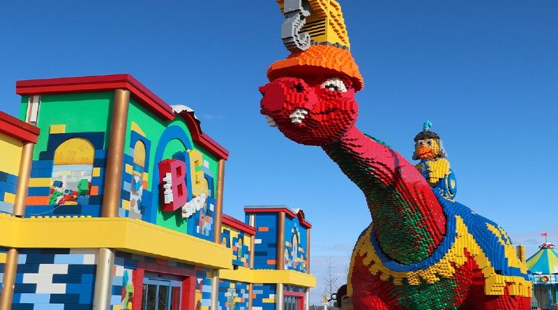 LEGOLAND New York Big Red Dino Contest Featured 800x445