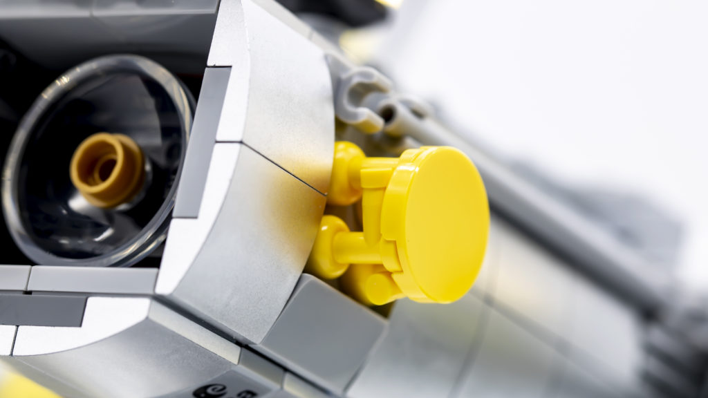 Lego Creator Expert 10283 NASA Space Shuttle Discovery 1