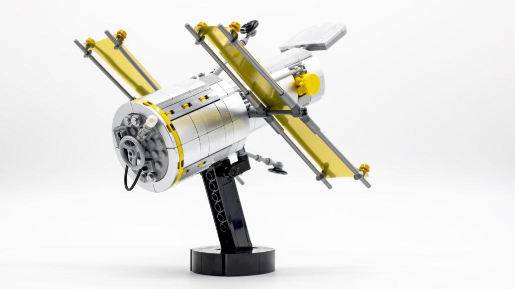 Lego Creator Expert 10283 NASA Space Shuttle Discovery 12