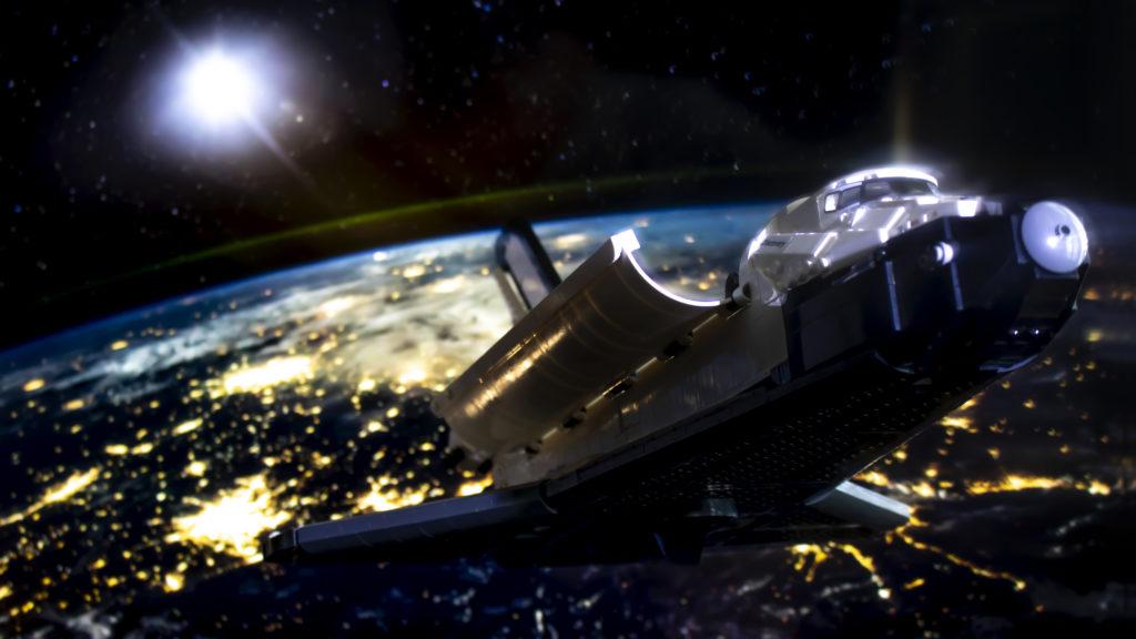 Lego မှ Creator Expert 10283 NASA အာကာသလွန်းပျံယာဉ် Discovery 4 featured
