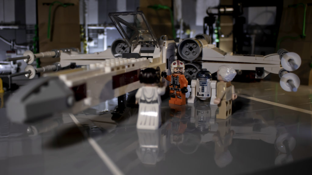 Luke Saying Goodbye To Leia And General