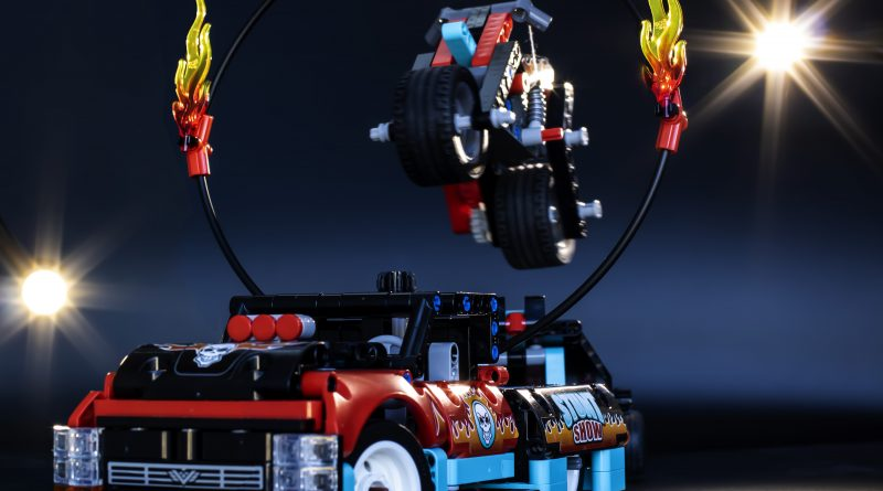 LEGO Technic Stunt Show Truck and Bike