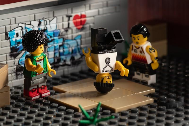 Lego Breakdancing 1