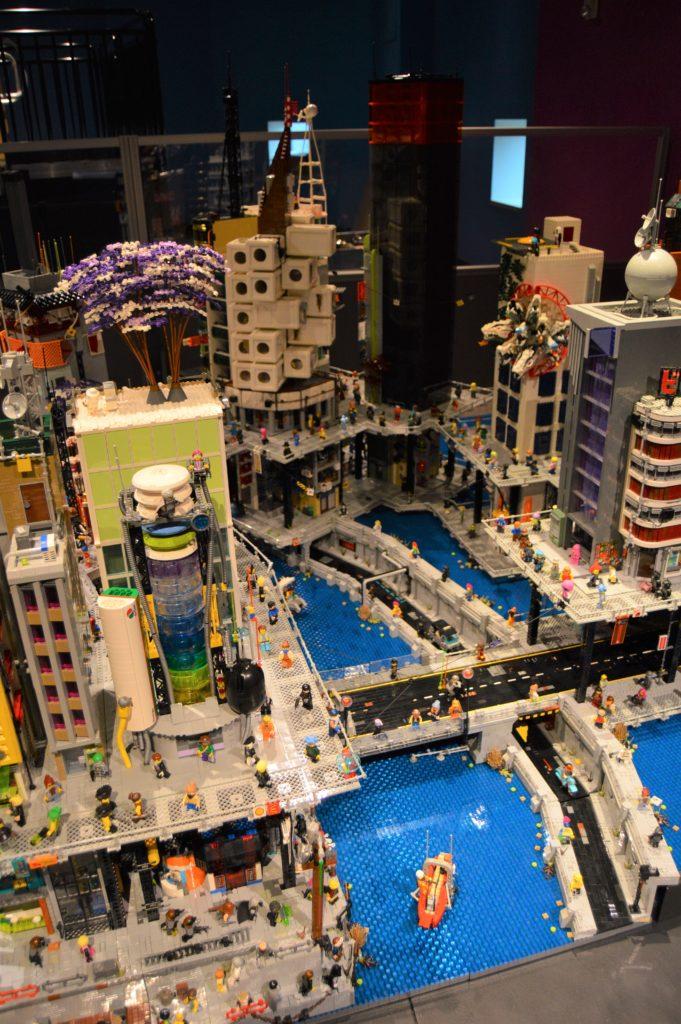 Lego Cyberpunk City 2